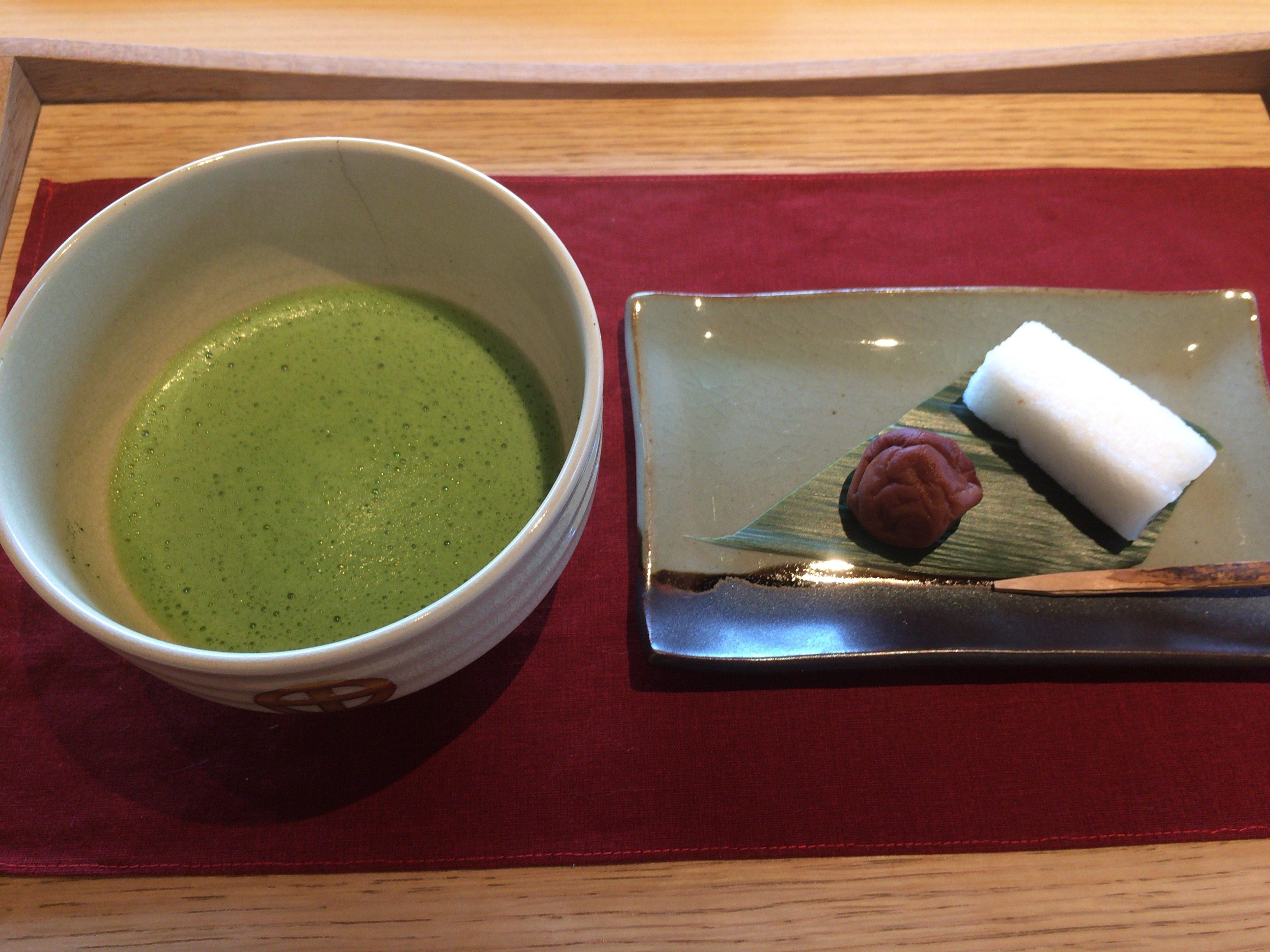 霧島産の抹茶と島津斉彬が作らせた菓子の「かるかん」