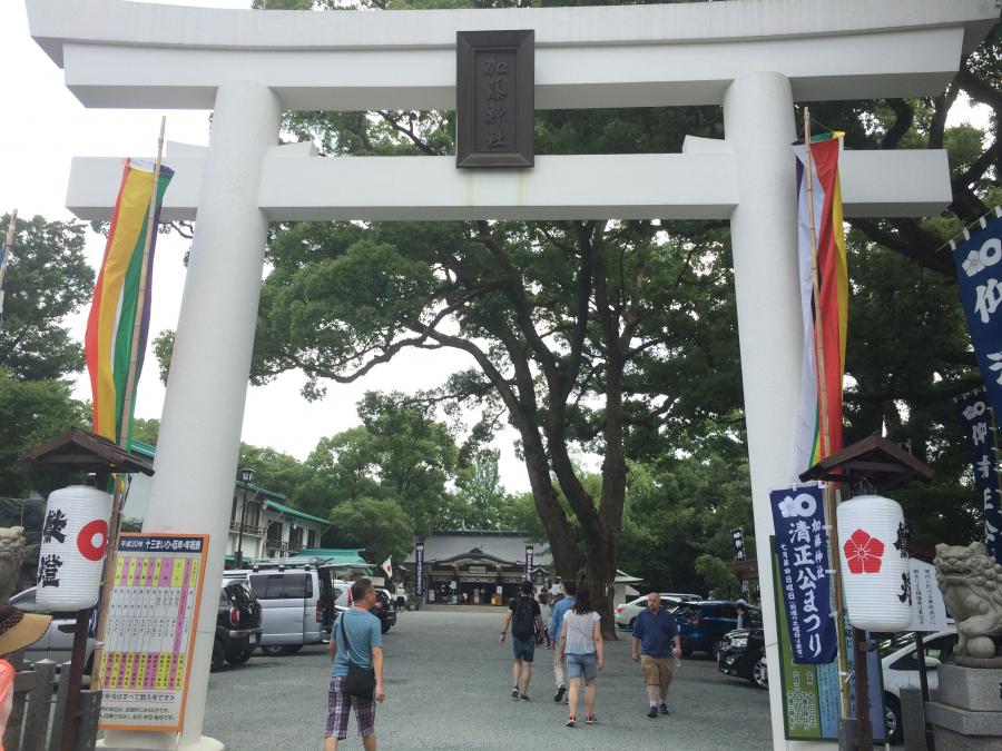 加藤神社の入口にある大きな鳥居