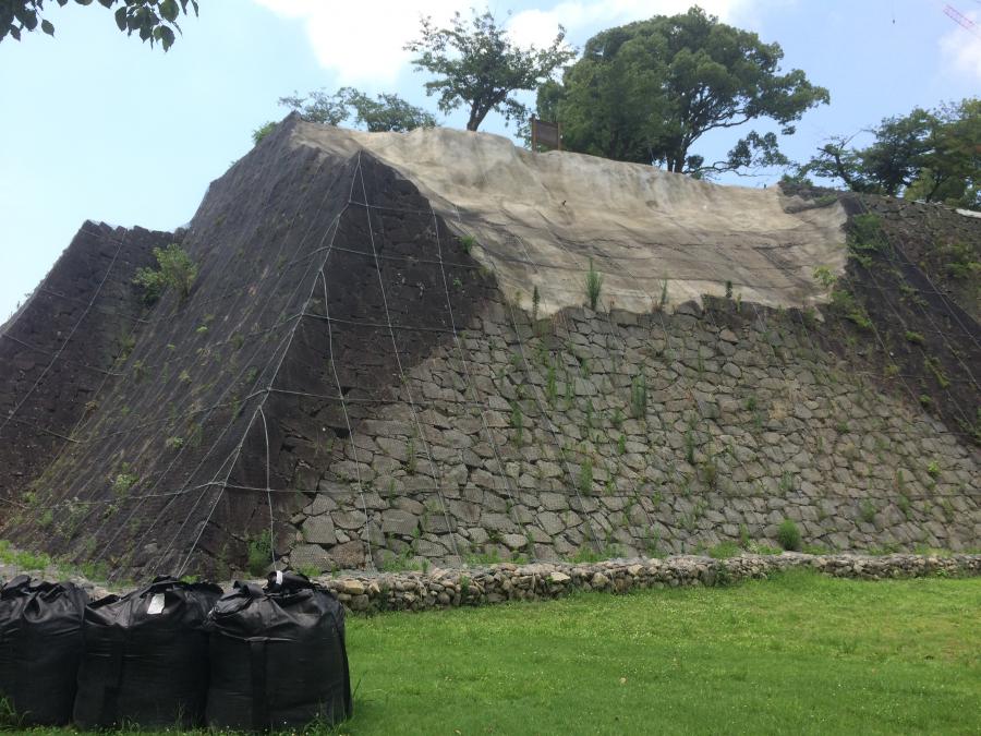 地震によって櫓と土台の石垣が崩落した熊本城の北十八間櫓