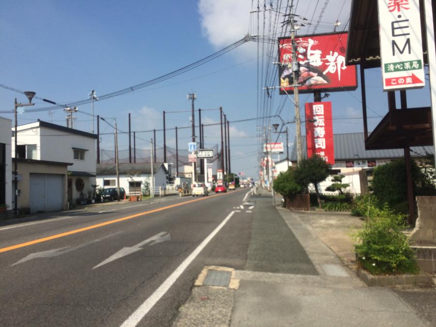 吉野ケ里公園駅から少し歩いたところにある大きな道路