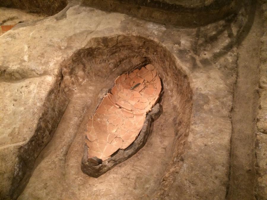 北墳丘墓の施設に展示している墓