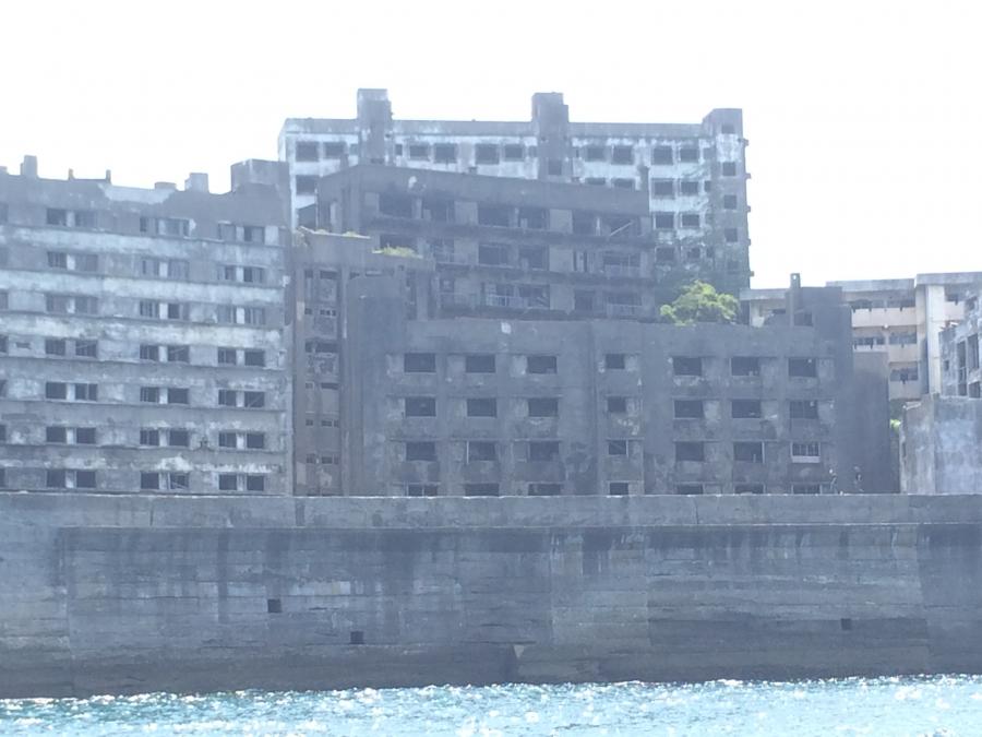 船から撮影した軍艦島(端島)をズームアップで撮影