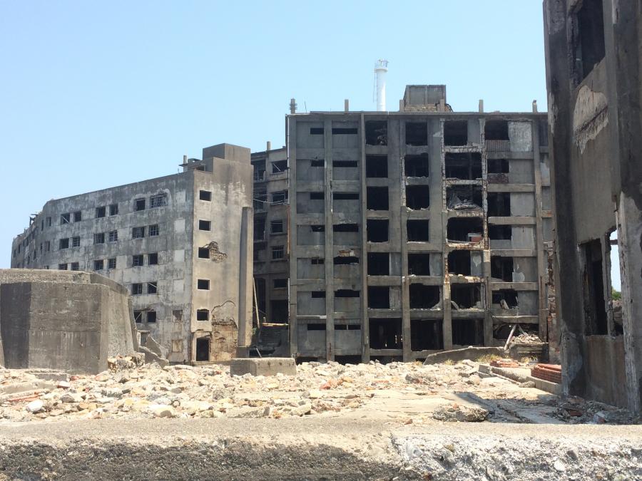 軍艦島(端島)の30号棟・31号棟鉄筋コンクリートアパート
