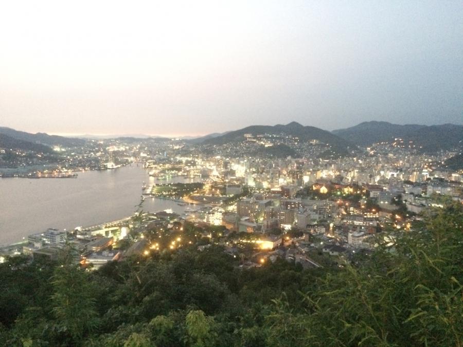 世界新三大夜景の長崎の夜景(日の入前)