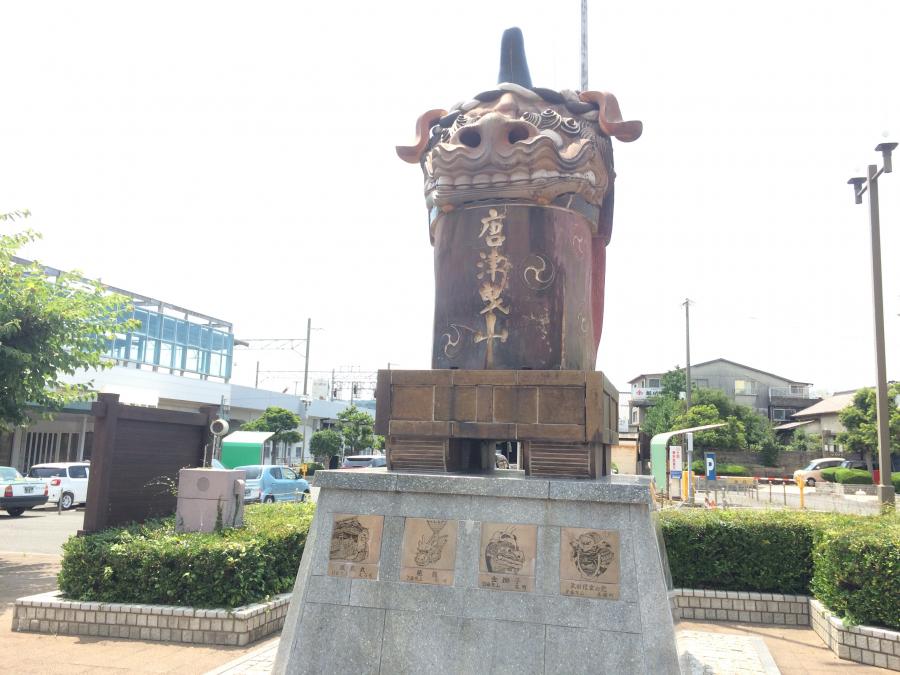 JR唐津駅の前にある像