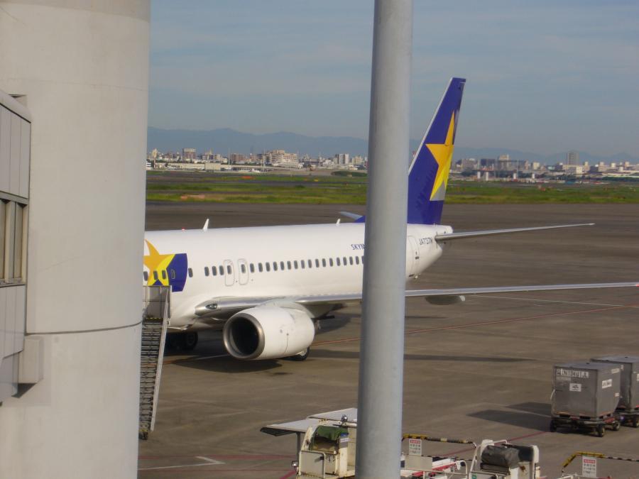 羽田空港のSKYマーク航空機