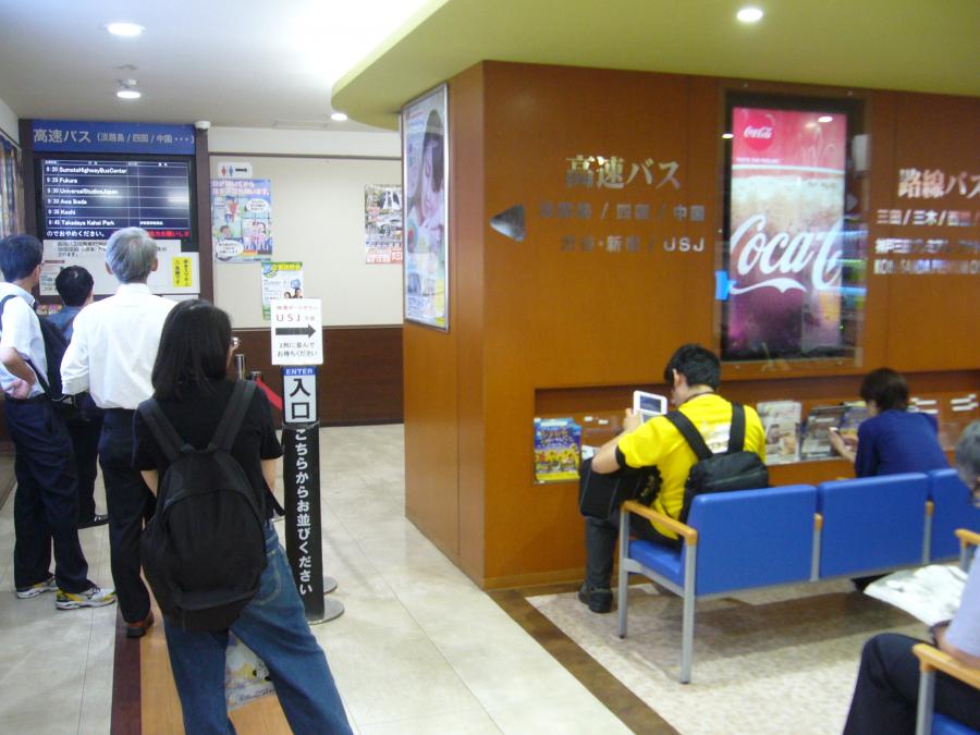 神姫バス神戸三宮バスターミナルの中の様子