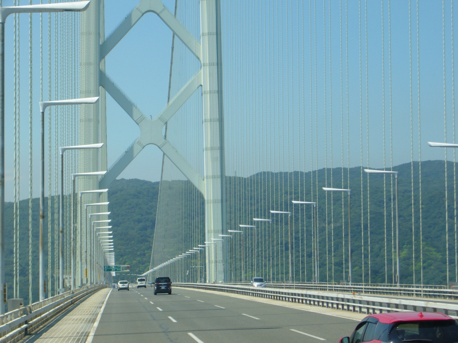 明石海峡を渡る高速バスから撮影した風景