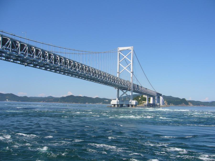 船から撮影した大鳴門橋