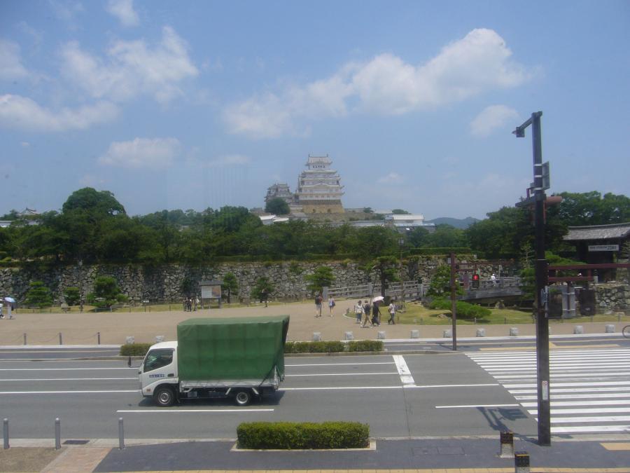 はの屋敷の二階の食堂から眺める姫路城