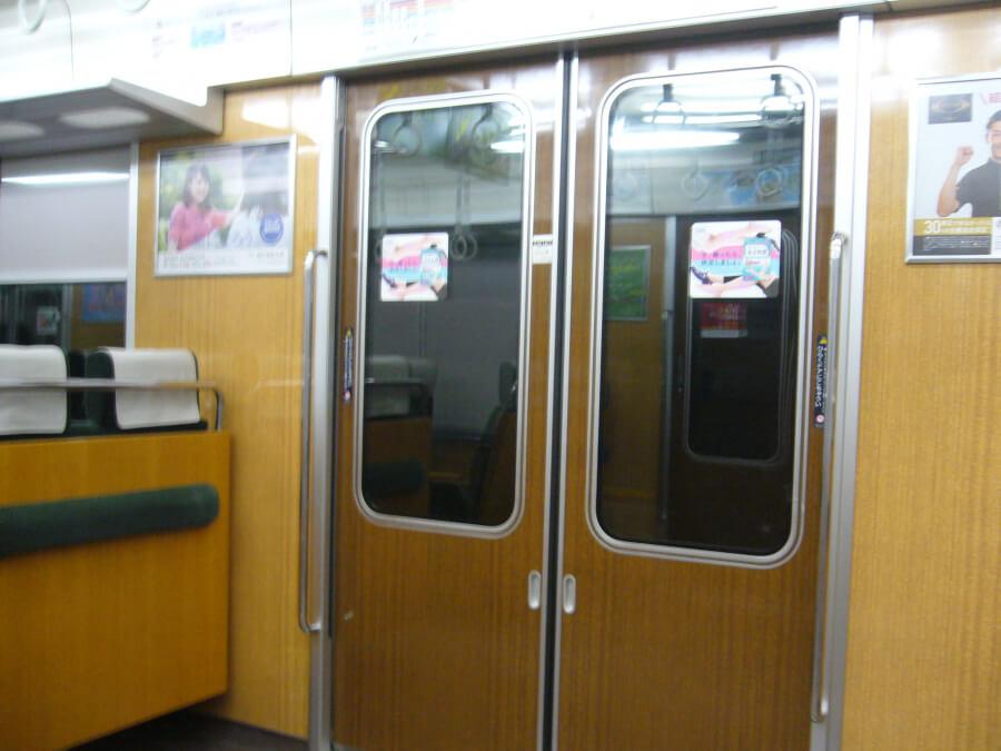 阪急京都線の電車の内装