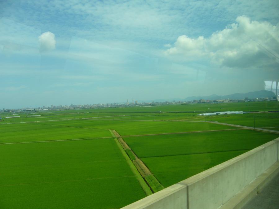 青森駅に向かうバスから見えた田園風景