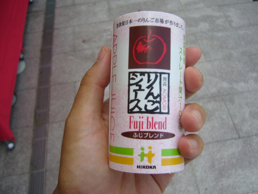 「活彩市場ぴあ」で購入した小さな100円のりんごジュース