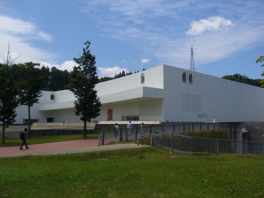 青森県立美術館の外観