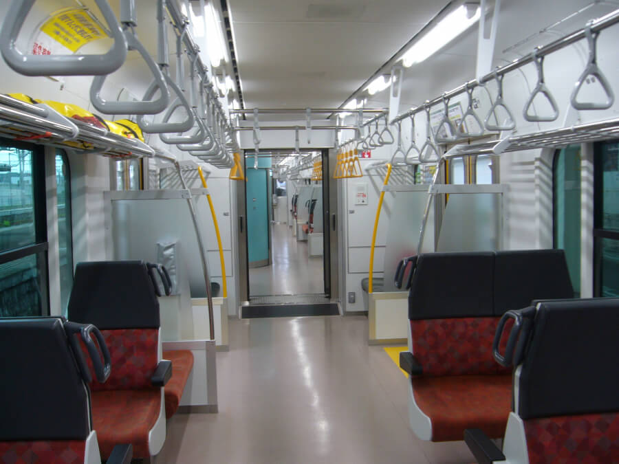 JR八戸線の車内