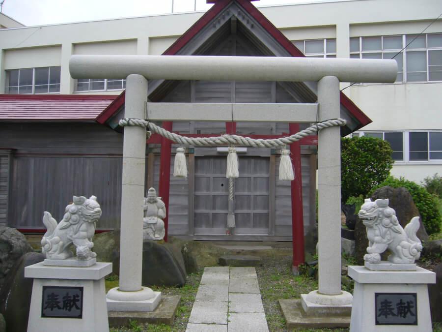マリエント近くの神社