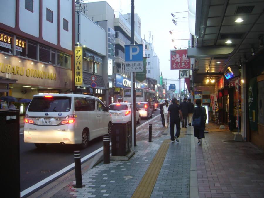 本八戸駅からみろく横丁へ向かう道中