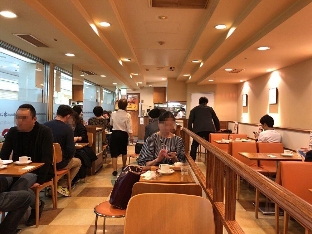 名古屋駅のカトレヤの店内