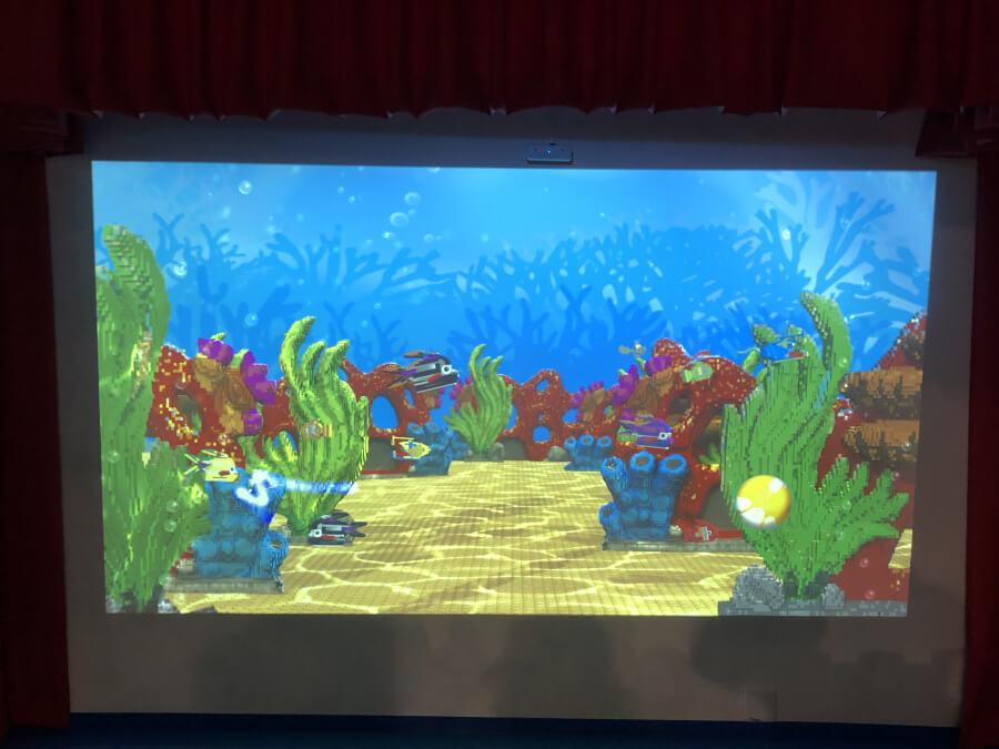 レゴで作った魚が住む水槽
