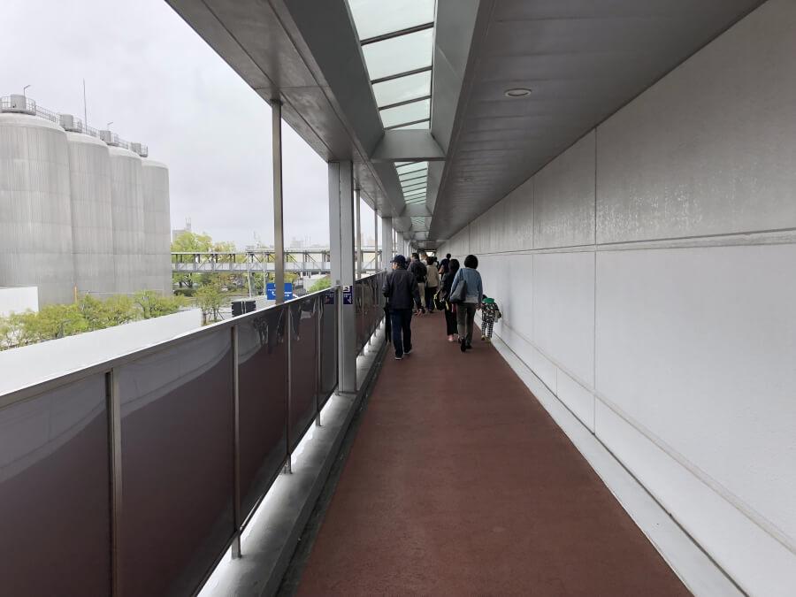 アサヒビール名古屋工場の屋外通路