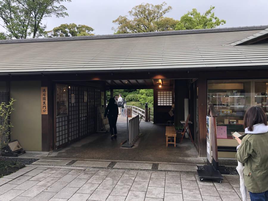 徳川園の黒門口