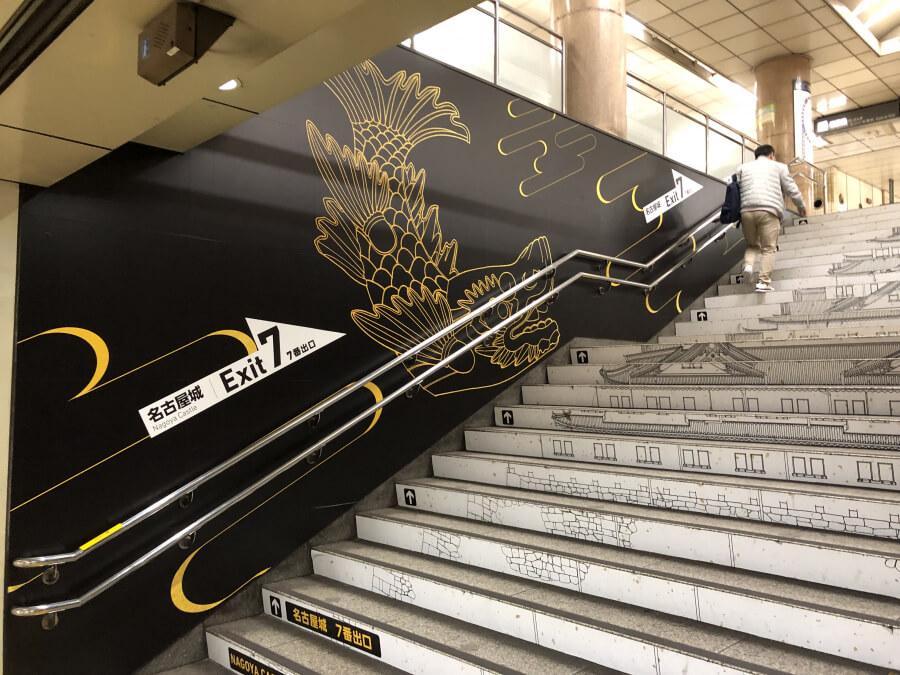 市役所駅の階段