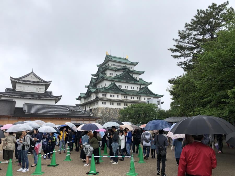 名古屋城本丸御殿前の行列