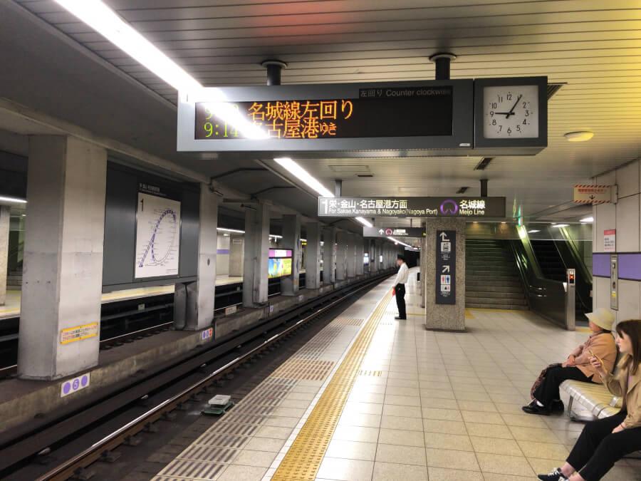 平安通駅のホーム