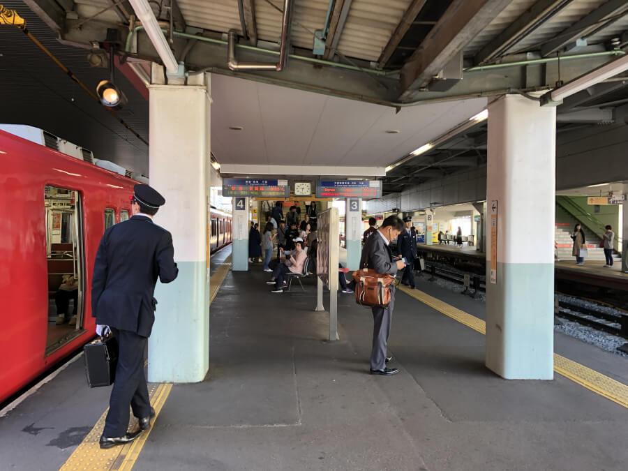 神宮前駅のホーム