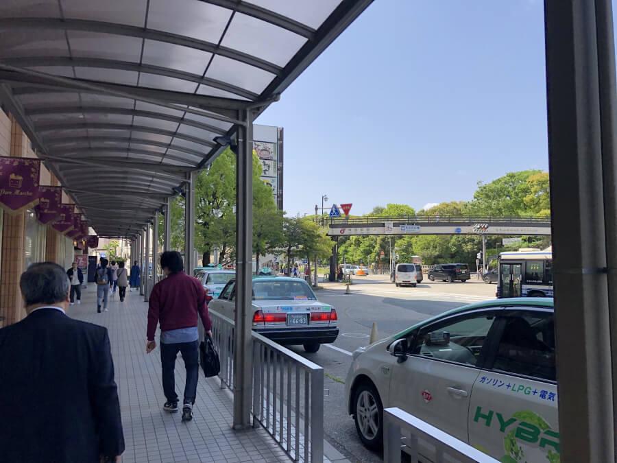 神宮前駅から熱田神宮へ向かう道