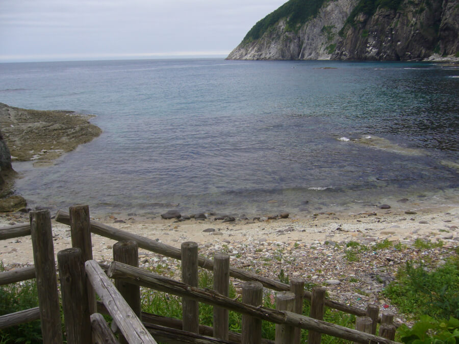 仏ヶ浦の岸辺