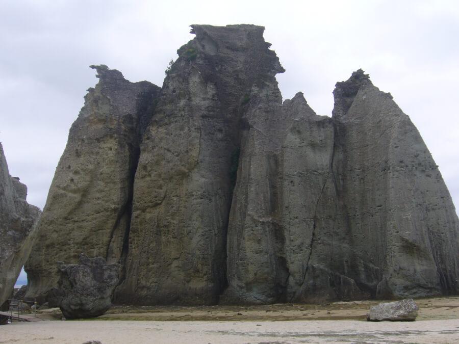 仏ヶ浦の岩山