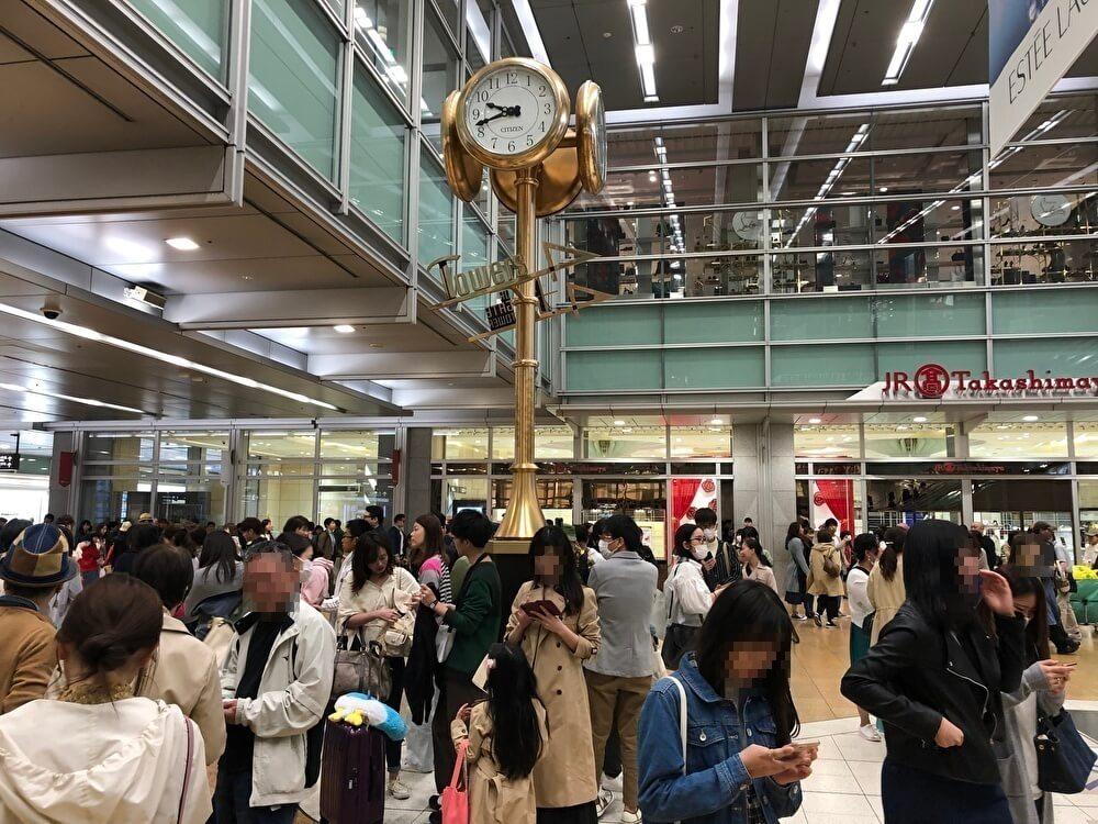名古屋駅構内の金の時計