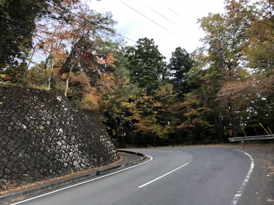 松屋敷に向かう坂道