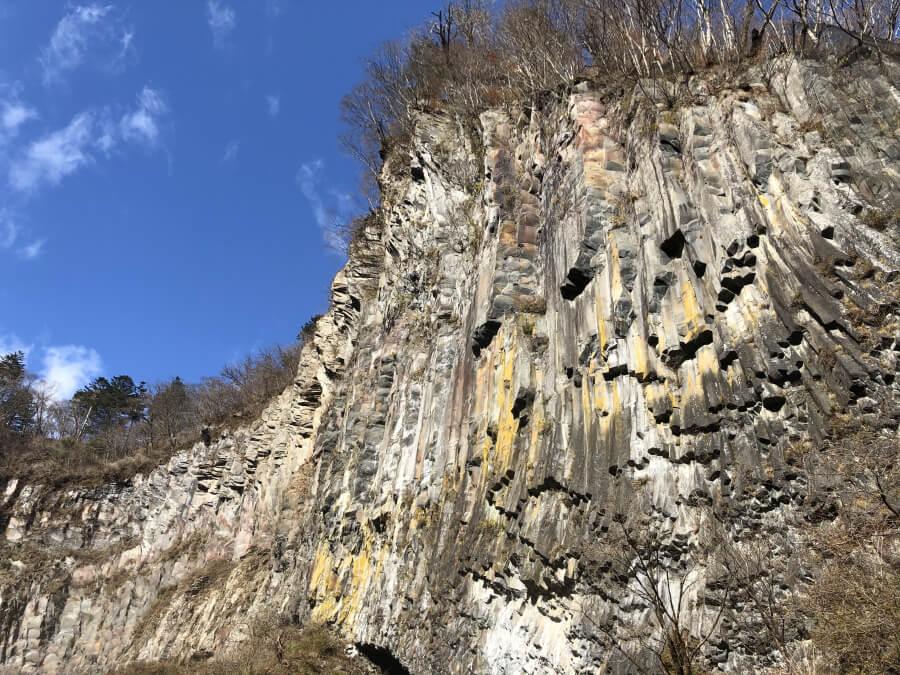 華厳の滝の崖